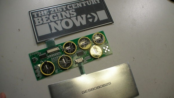 Esquire's E-Ink Cover Dissected, Circuit Boards and Microcontrollers Found (Surprise!)