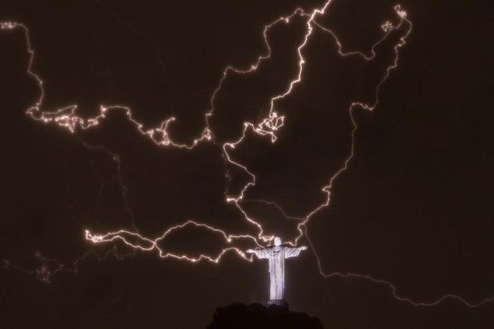 Breathtaking Photos of Lightning Striking Brazil's Statue of Christ