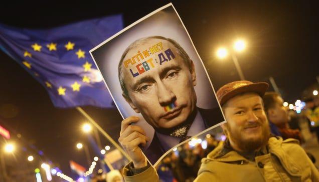 Rusia bloqueará Twitter y FB si no entregan datos de blogger