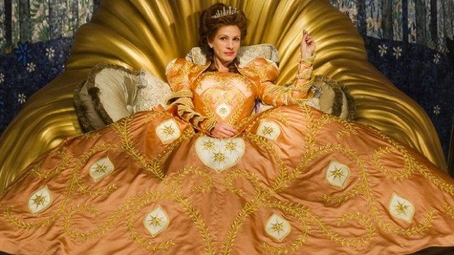 Julia Roberts gives her best Evil Queen face in Tarsem Singh's Snow White