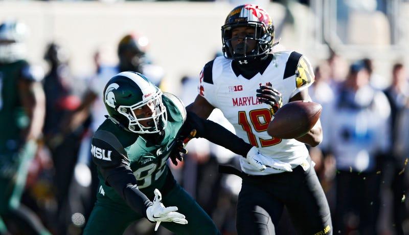 Michigan state wide receiver makes wild one handed catch around a
