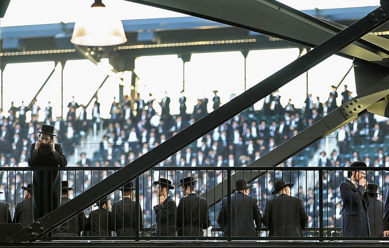 40,000 Orthodox Jews Fill New York Stadium For Internet Rally
