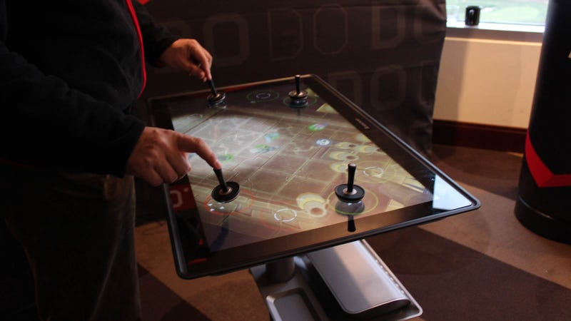 Lenovo Horizon Hands On: A Desktop PC That Turns into a Gigantic 27-inch Tablet