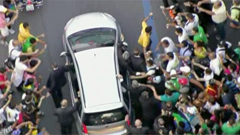 Pope Francis' Fiat Mobbed In Rio After Driver Takes Wrong Turn