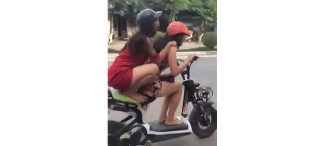 Girl So Almost Pulls Off 'I'm Flying Jack' Stunt On Scooter