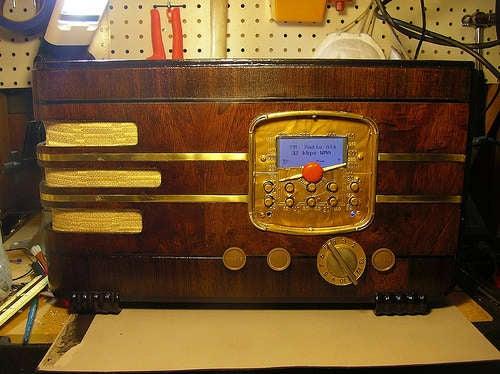 How to Make a Wi-Fi Internet Radio Classy (Stuff It Inside a Vintage Radio)