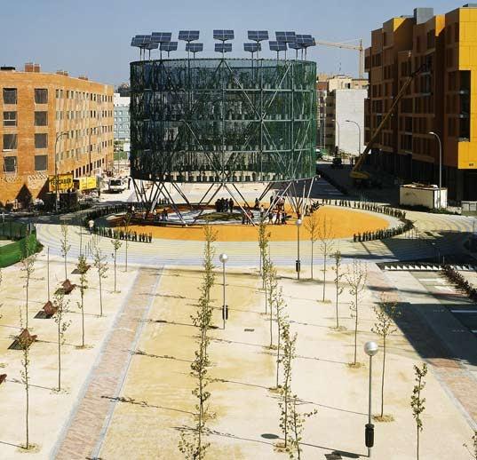 Giant Tree-Powered Machine Supplies Energy, Air to Madrid