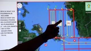 """El avión desaparecido podría estar """"en el fondo del mar"""", dice Indonesia"""