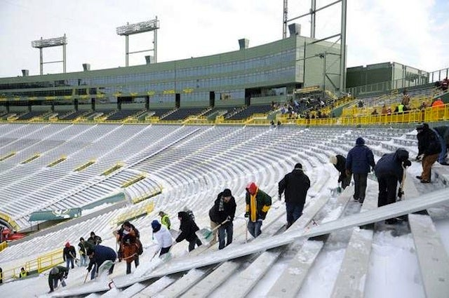 Hundreds Of Packers Fans/Day Laborers Line Up To Shovel Lambeau Field