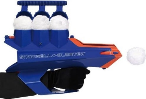 Snowball Gun Advances Winter Sports Arms-Race With 50-Foot Range