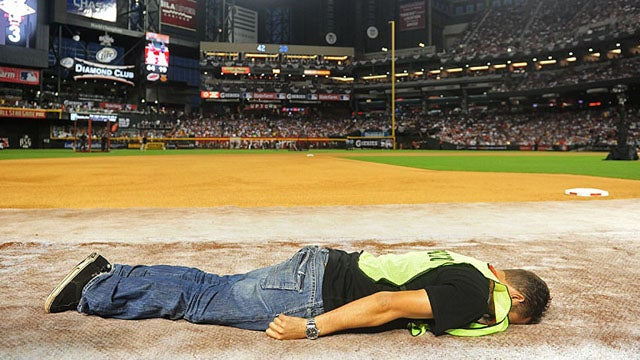 Now Photographers Working The Home Run Derby Are Planking Too