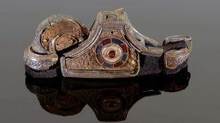 Logran reconstruir un casco del siglo VII a partir de 1.500 fragmentos