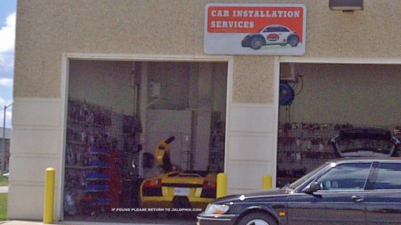 This moron got his Lamborghini serviced at Best Buy