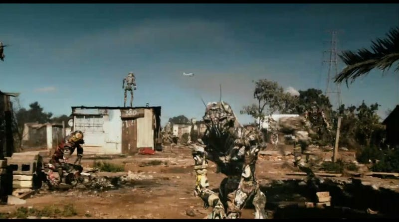 See The Violent And Unpredictable Aliens Of District 9