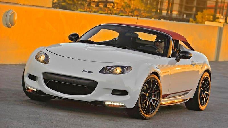 Mazda gives MX-5 Miata a Porsche-like top for SEMA