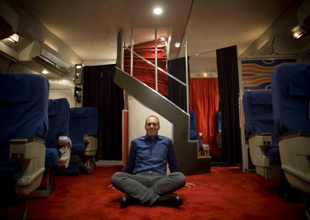 Man Spends $50,000 to Recreate a First-Class Pan Am Cabin in His Garage