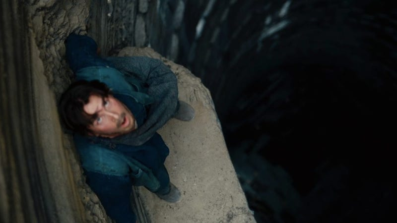 Dark Knight Rises trailer screencaps show just how bad it gets for Bruce Wayne
