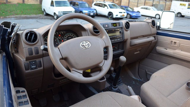 Topless 2011 Toyota Land Cruiser leaves us with a lot of questions