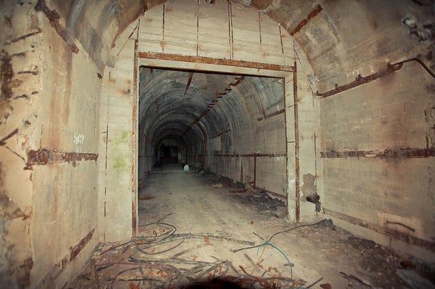 El distópico mundo de las bases de submarinos abandonadas 805315685995531437