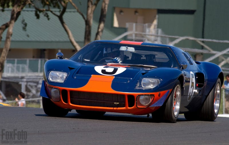 Your ridiculously cool Ford GT40 wallpaper is here