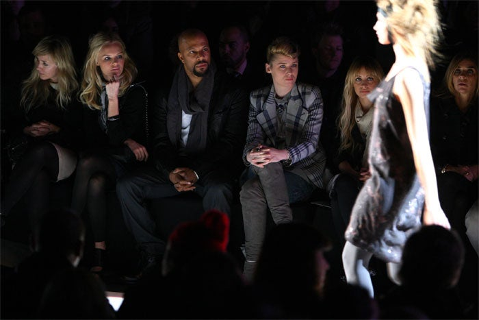Kate Bosworth, Nicole Richie Sit With The Common-ers Near Catwalk