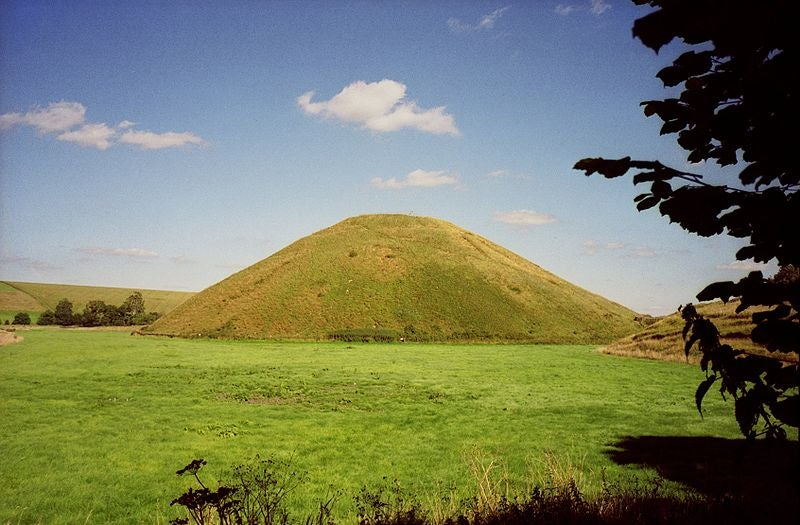 Artificial mound protected Britain for thousands of years