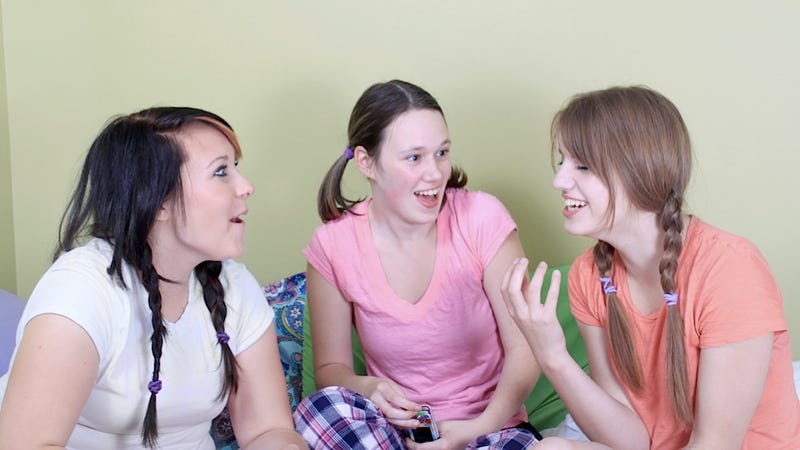 Teens Make Up Different Stories About Themselves According to Gender
