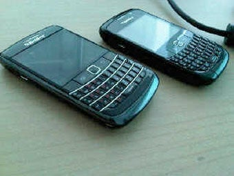 BlackBerry Onyx Loses a Trackball, Gains a Trackpad