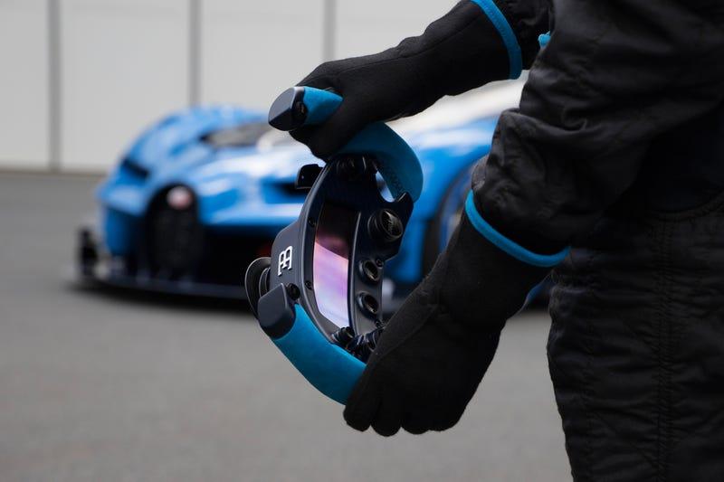 'Bugatti Vision Gran Turismo Concept: The Future Of Bugatti Looks Terrifyingly Awesome' from the web at 'http://i.kinja-img.com/gawker-media/image/upload/s--j4FlypPy--/c_scale,fl_progressive,q_80,w_800/1430362454259165224.jpg'