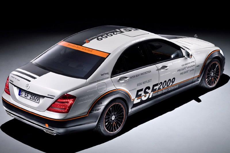 Mercedes ESF 2009 Concept: Airbag Brakes?!
