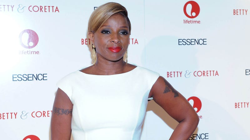 Mary J. Blige's Father Critically Injured After Stabbing