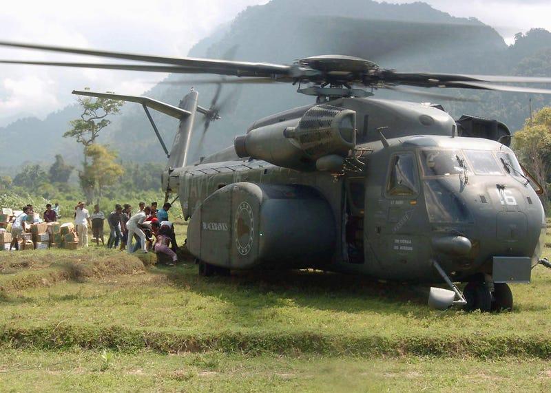MH-53E Sea Dragon Ejecutando una parada rápida 1465607063602943304