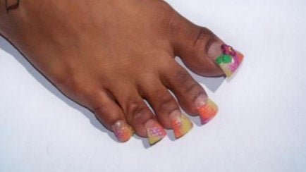 Making Your Nails Look Like Duck Feet Is the Newest Horrible Trend