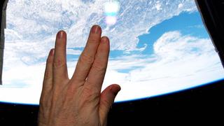 La despedida más bonita a Leonard Nimoy es esta desde el espacio. Ayer fue un día difícil para cualquier aficionado al cine, a la ciencia-ficción, a las grandes historias. Se nos fue el legendario actor de 83 años, Leonard Nimoy, mundialmente conocido por su papel de Mr. Spock en Star Trek. Desde el espacio le han rendido este pequeño gran homenaje.