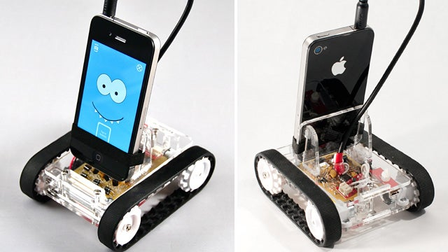 Romo Smartphone Bot Is as Easy To Build as Plugging In Your Headphones