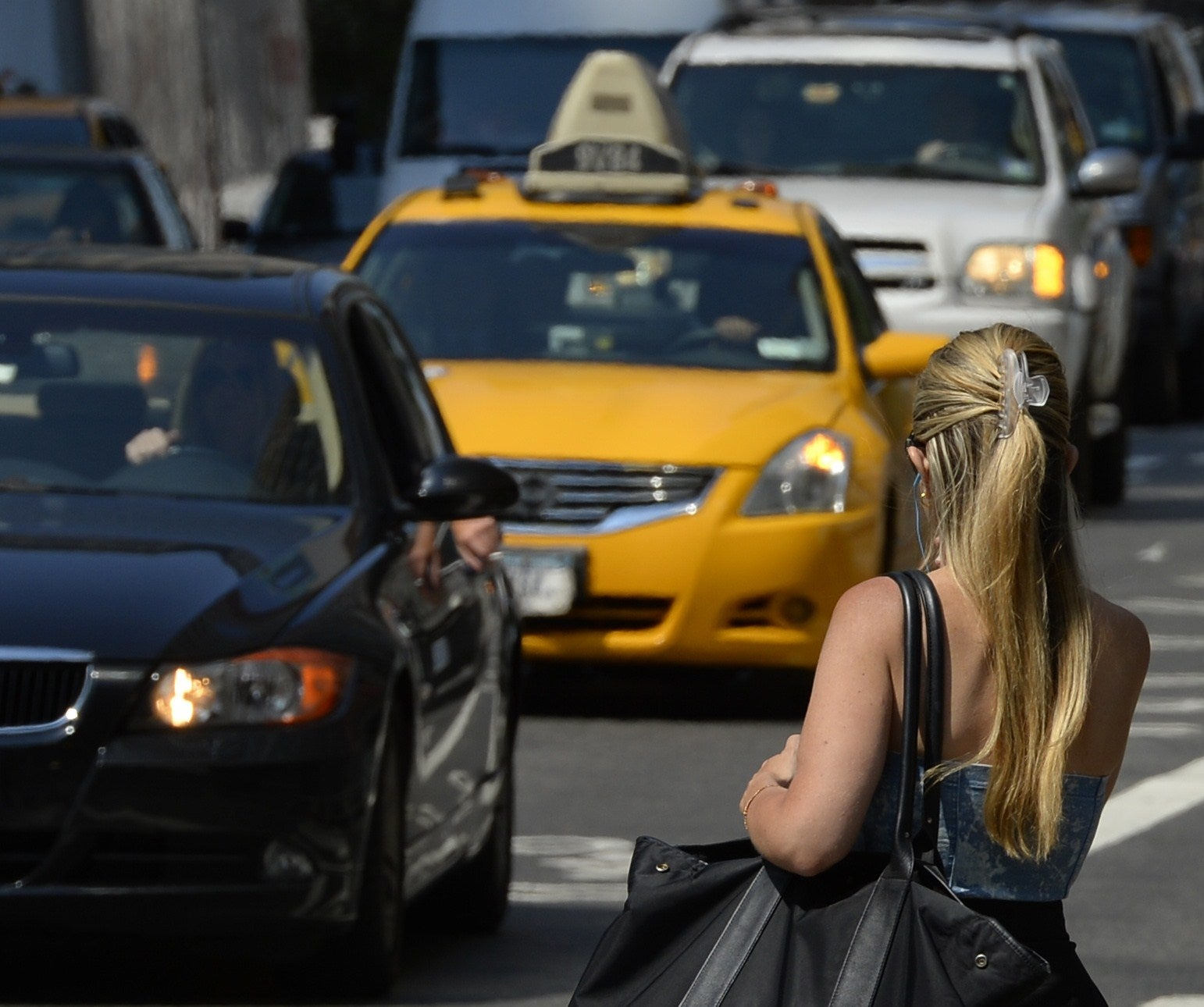 Taxi To Jfk >> People Keep Getting Into Strangers' Cars Because They Think It's An Uber