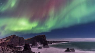 Northern Light Sky Meets Sea In This Stunning Photo