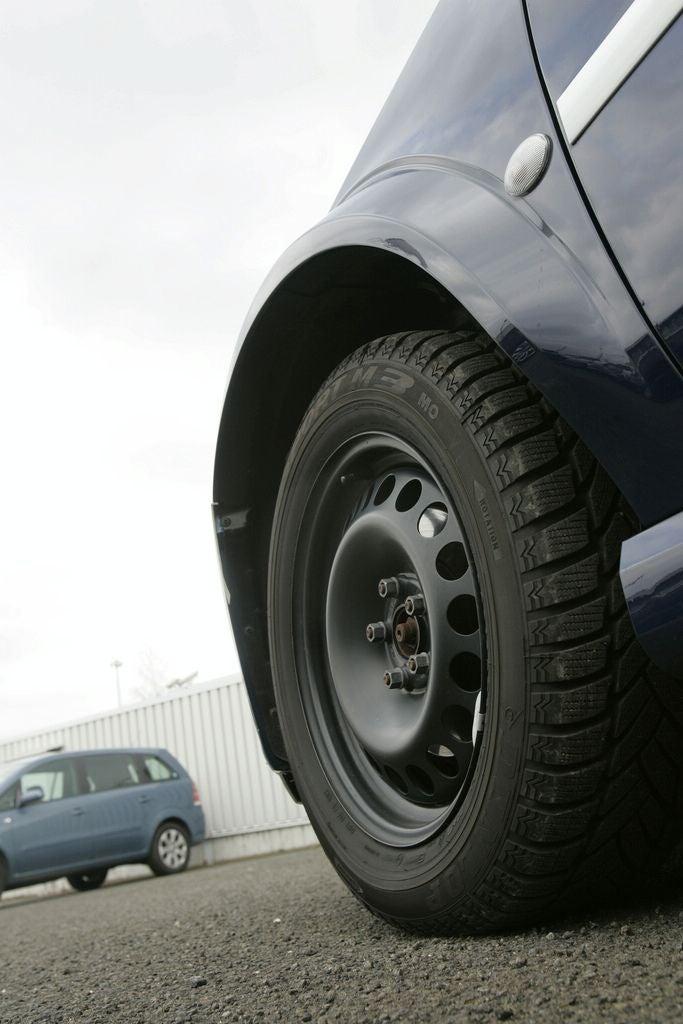 """2010 Opel Astra Gets """"Full Lutz"""" Skirt-Lift"""