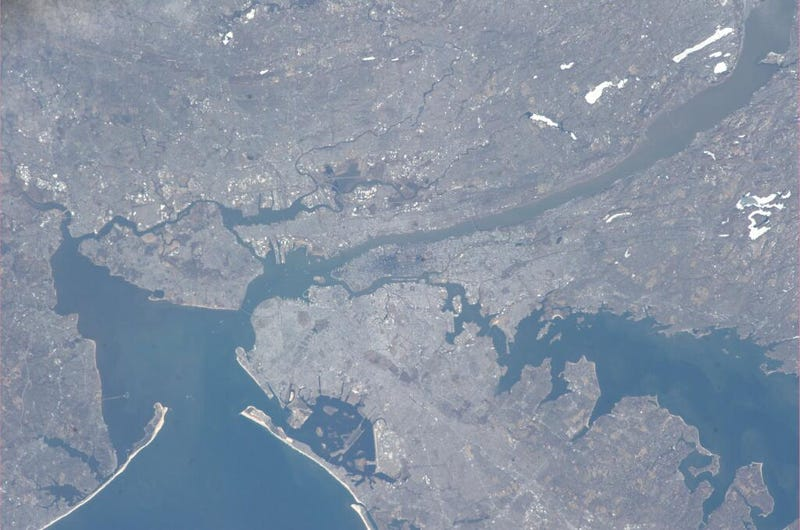 ISS Commander Takes Beautiful Pic of NYC from Space