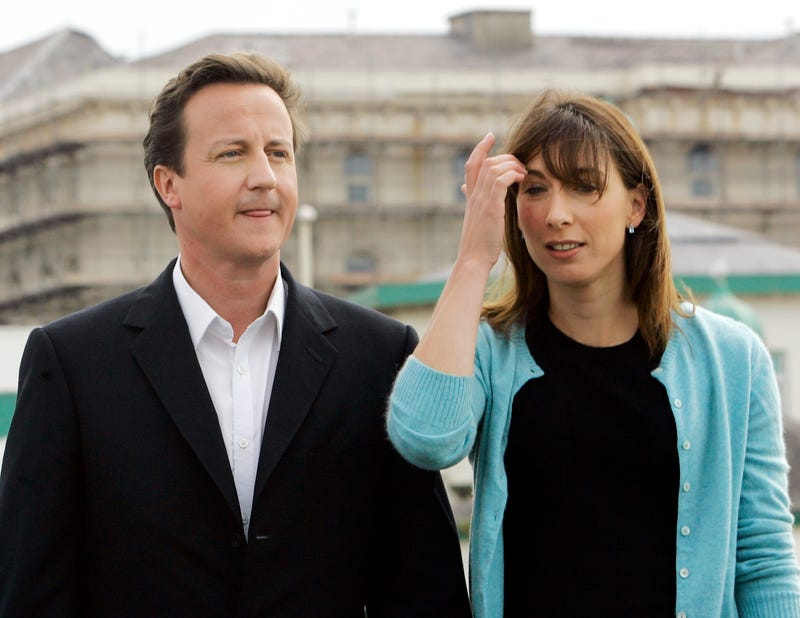 British PM David Cameron Accidentally Left Eight-Year-Old Daughter Alone in a Pub