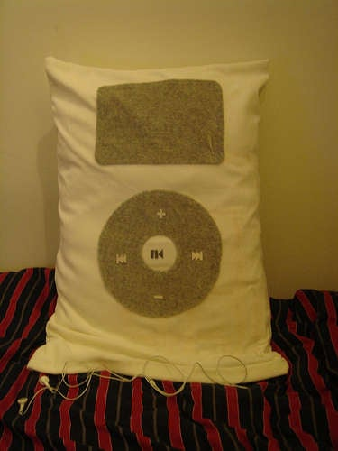 Super iPod Pillow is Plusher than Plush, Plays MP3s