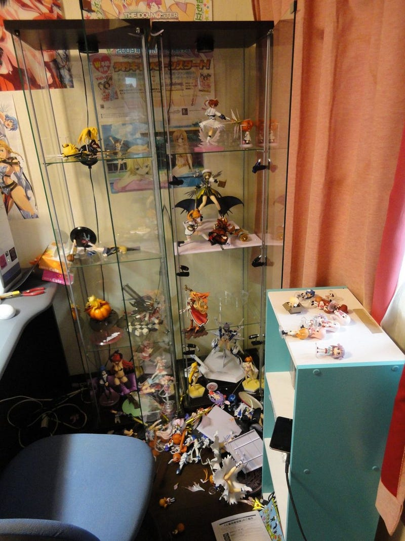 Otaku Rooms Are Dangerous In Earthquakes