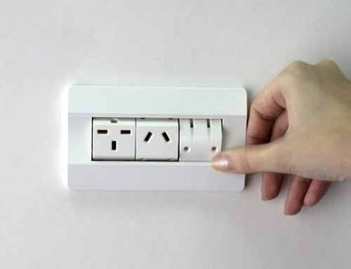 Rotating Outlet Solves the International Outlet Smorgasbord
