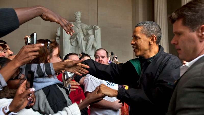 Obama Drops By Lincoln Memorial to Make Sure It's Still Open