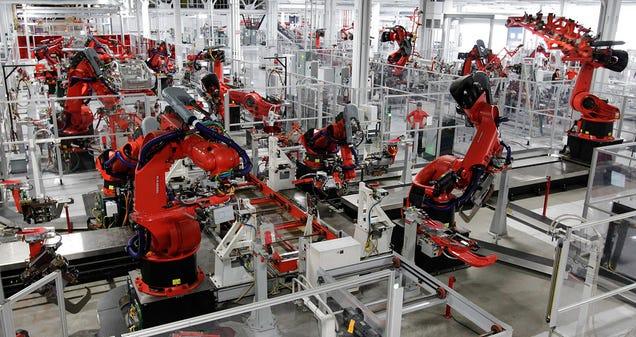 Una fábrica cambia 90% del personal por robots y triplica la producción