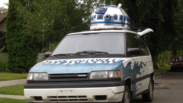 A Giant R2D2 Crammed Into a Car