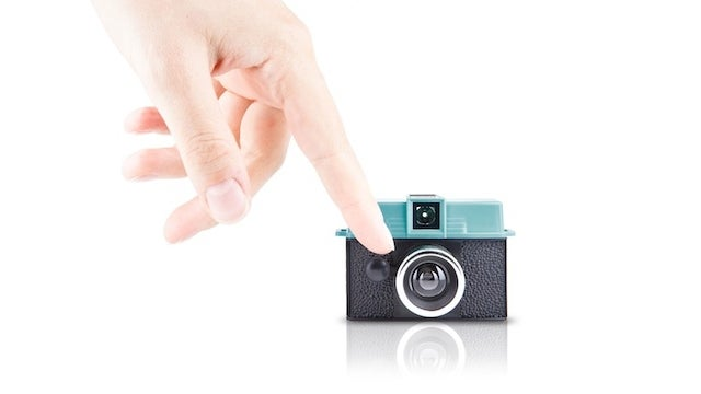 This Tiny Camera Puts Photography Literally In the Palm of Your Hand