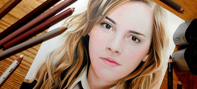20-year-old makes amazing portraits just using colored pencils