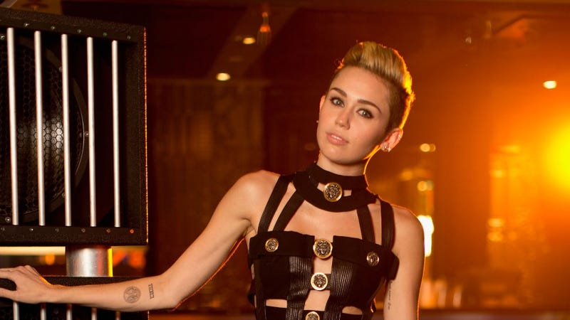 Miley Cyrus Wants Chris Brown's Name Tattooed On Her Face. And, Scene