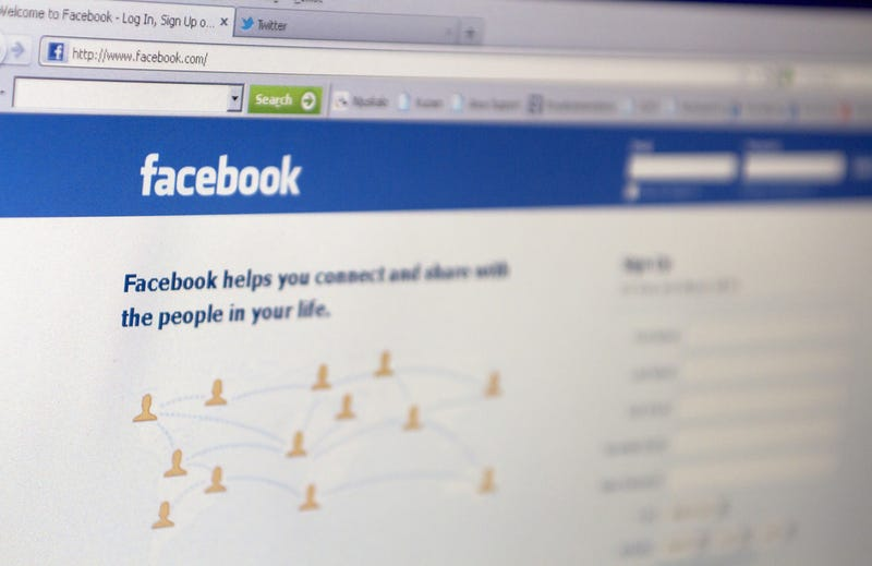 Survey: 25% of Female Facebook Users Admit to Posting Unflattering Photos of Friends on Purpose